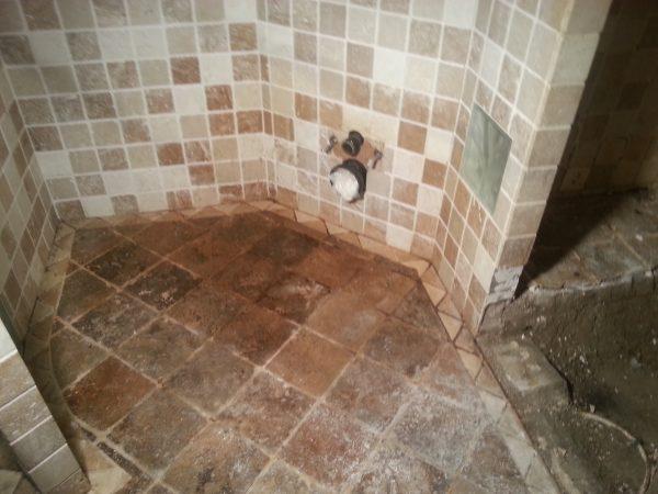 Vervuilde toiletruimte